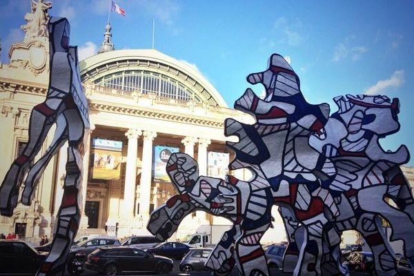 Une oeuvre de Jean Dubuffet devant le Grand Palais pour l'ouverture de la Fiac