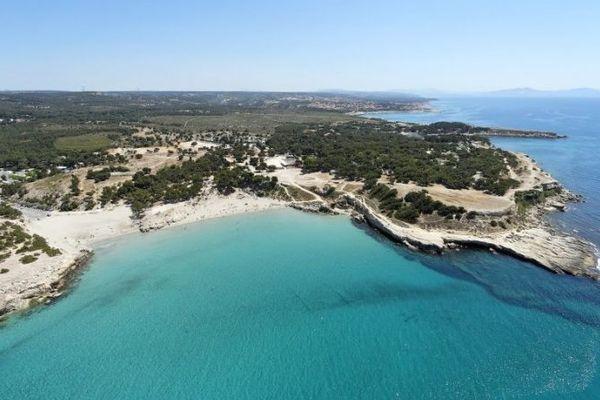 La plage de Sainte-Croix à Martigues