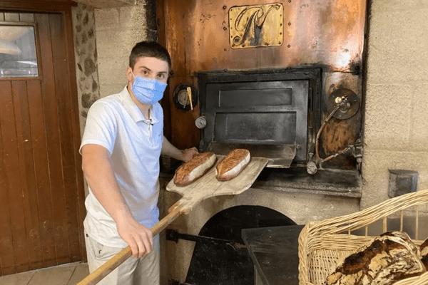 Antoine Piquet travaille en alternance dans une boulangerie en Auvergne
