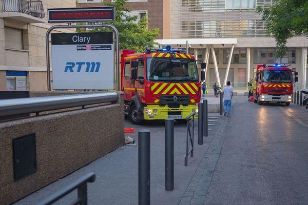 Les marins-pompiers de Marseille ont évacué la station de métro Désirée Clary à la suite d'un départ de feu sur les voies.