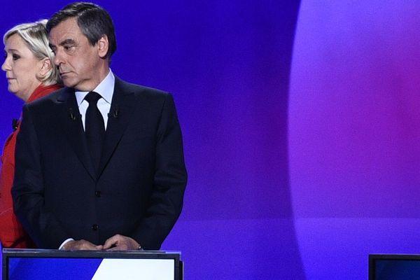 Marine Le Pen serait-elle en manque d'inspiration à quelques jours du second tour de la présidentielle ? Lors de son discours de Villepinte, le 1er mai, elle n'a pas hésité à reprendre des pans entiers du discours de François Fillon prononcé lors de sa visite au Puy-en-Velay, le 15 avril 2017.
