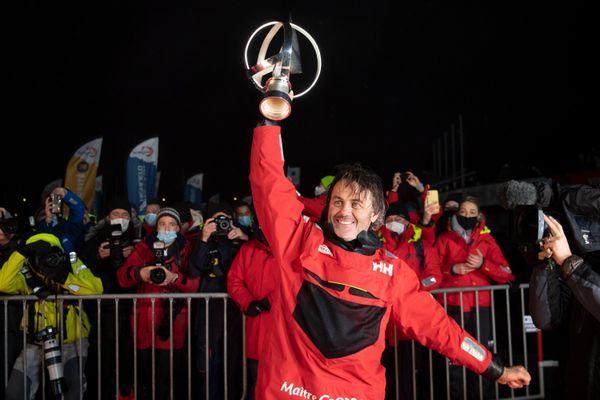 Après 80 jours 3 heures et 44 minutes en mer, le Rochelais Yannick Bestaven remporte la plus grande des courses au large
