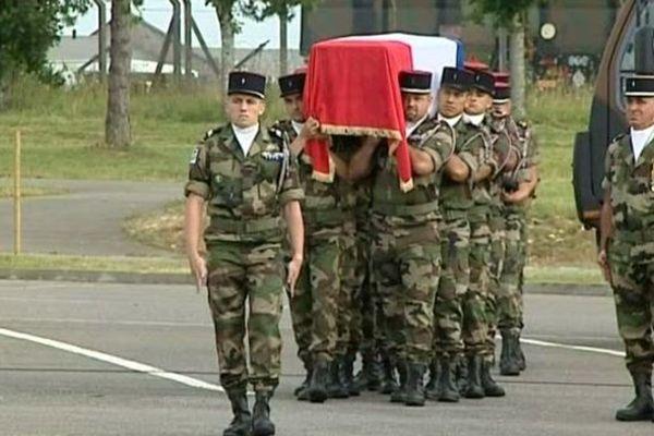 Une cérémonie d'honneurs militaires a été rendue lundi en Charente.