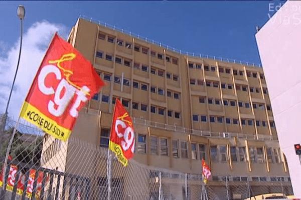 La grève se poursuit pour la 4ème journée consécutive au centre de distribution de La Poste d'Ajaccio Ville.