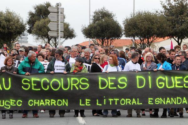 Manifestation le 8 mai 2013 pour réclamer la construction de la digue Nord de Charron