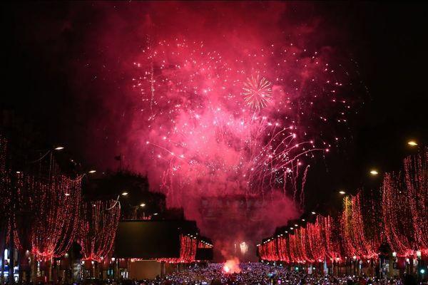 250.000 touristes et Parisiens ont assisté aux feux d'artifice sur les Champs-Elysées, pour le passage à 2019.