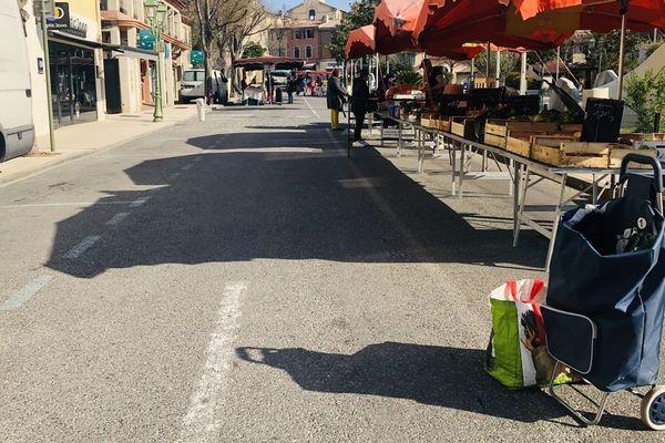 20/03/2020. Le Beausset (Var), le marché est encore ouvert et pour longtemps espère les commerçants, en pleine épidémie de coronavirus en France.