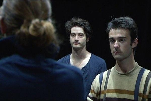 Une partie de la troupe des Nuits de Joux en répétition, le 06 août 2012.
