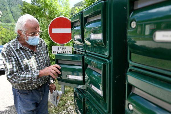 De nombreuses personnes âgées reçoivent des courriers publicitaires qui se révèlent être des arnaques.
