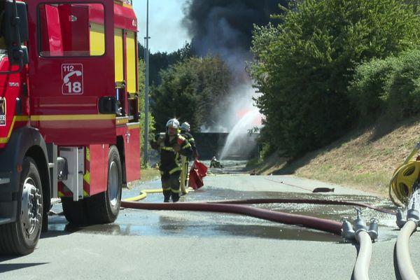 Une quarantaine de pompiers sont toujours mobilisés ce dimanche à Donville-les-Bains