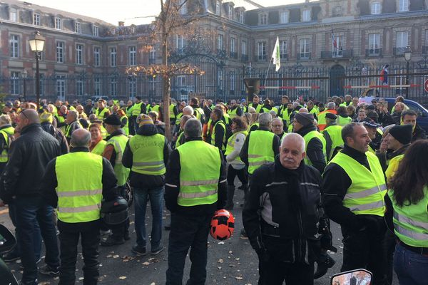 600 gilets jaunes devant la préfecture de Colmar à 15h00.