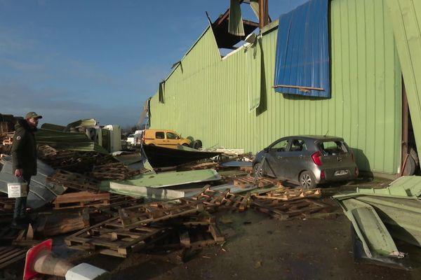 Une tornade très brève mais d'une violence inouïe s'est abattue hier en milieu d'après midi dans les environs de Bertangles au nord d'Amiens.