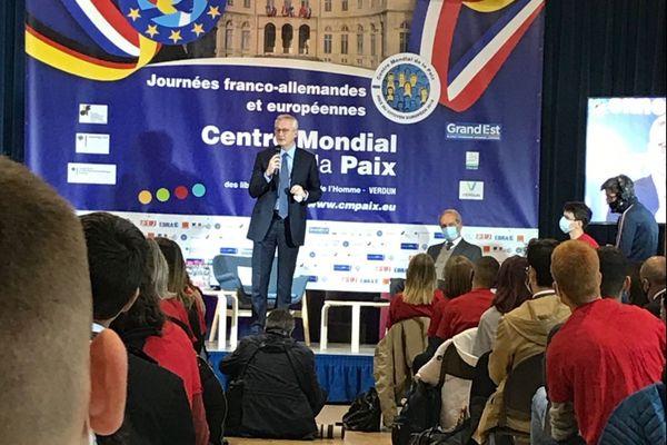 Le ministre de l'Economie, Bruno le Maire, anime à Verdun, au centre mondial de la Paix, lundi 12 octobre 2020, une conférence sur les relations franco allemandes auprès des lycéens.