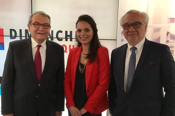 Marie Morin (au centre) reçoit le président du conseil départemental de l'Allier, Gérard Dériot (à gauche) et Jean-Yves Vif (à droite) rédacteur en chef de La Montagne.