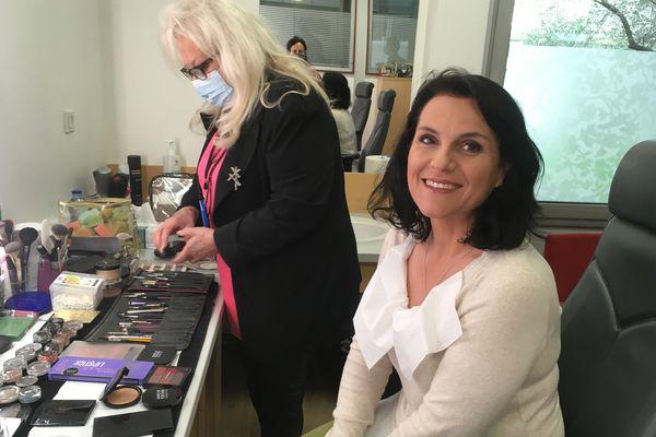 """Astrid Romain au maquillage avant sa participation à l'émission """" Ensemble c'est mieux"""""""