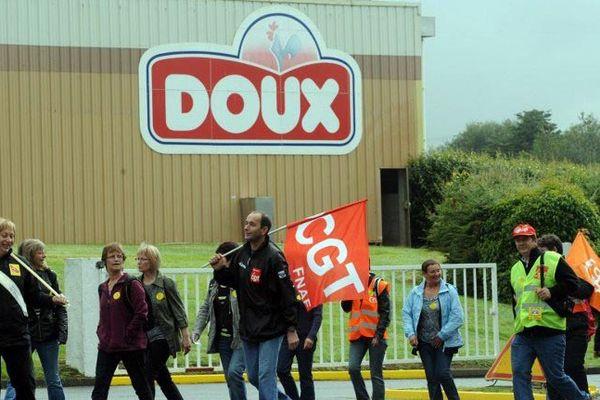 Salariés et syndicats manifestent pendant le CCE de Doux