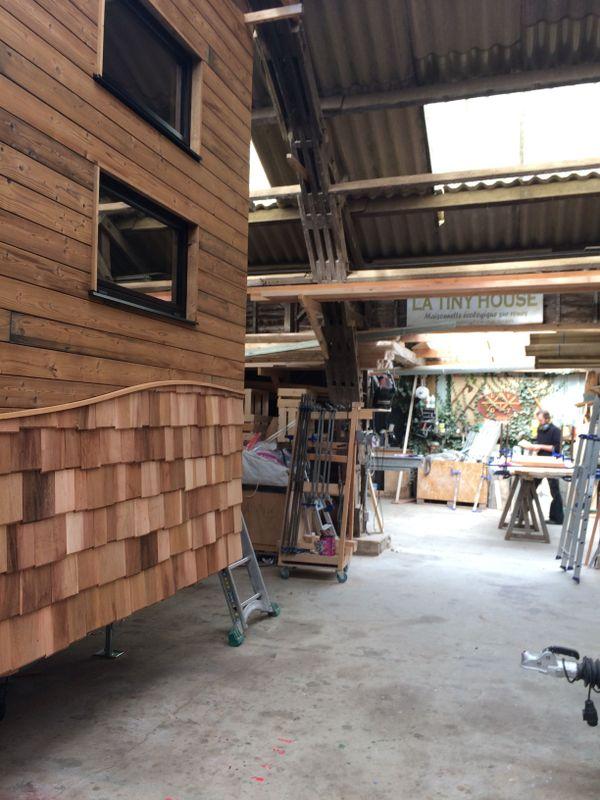 Dans l'atelier, 2 tiny houses sont en cours de construction