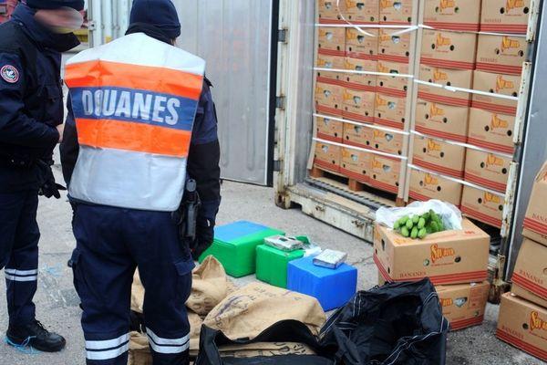 """image """"reconstituée"""" de la saisie de 120 kilos de cocaïne le 1er décembre 2014 à Loon-Plage près de Dunkerque"""