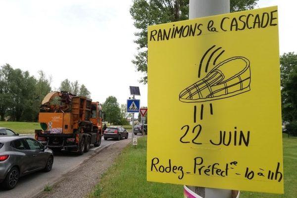 Le prix de la pantoufle d'or remise par les membres de l'association Ranimons la cascade à la préfère de l'Aveyron.