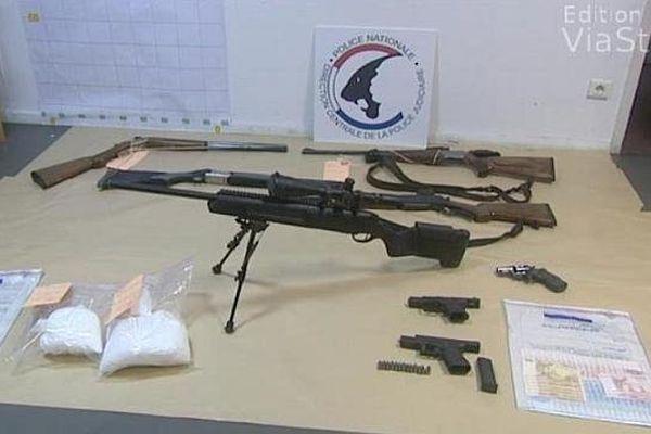 100.000 euros en liquide, un kilo de cocaïne, au moins six armes à feu saisis lors des perquisitions