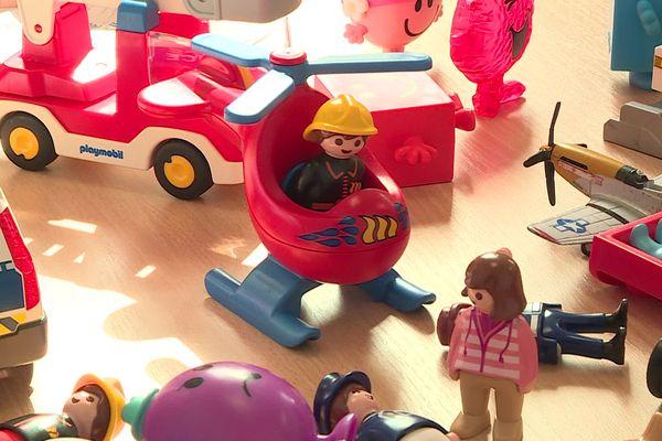 Des jouets à disposition des enfants dans une cellule d'écoute de l'hôpital Lenval à Nice.