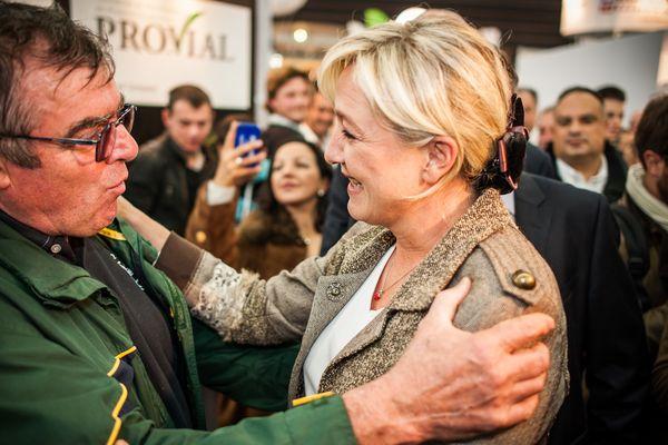 Marine le Pen a visité, le jeudi 4 octobre 2012, le Sommet de l'élevage de Clermont-Ferrand. La présidente du Front National n'a jamais été avare d'un sourire dans un plan com' aussi rôdé qu'éprouvé.