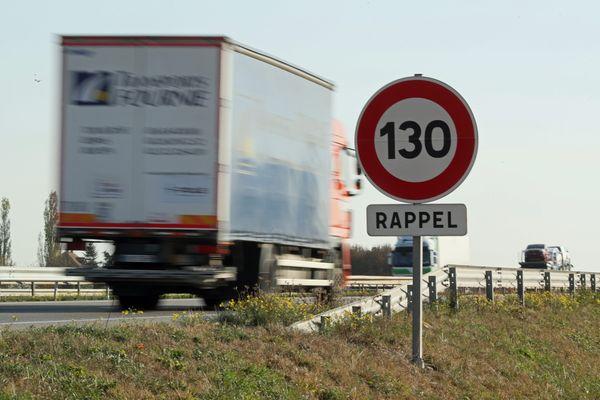 Un poids Lourd sur l'A35 entre Colmar et Mulhouse. La CEA pourra imposer une taxe aux transporteurs à partir de 2024.