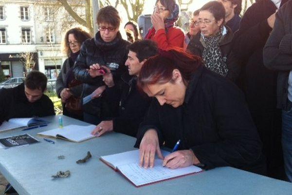 La Roche-sur-Yon, un registre de condoléances a été mis en place