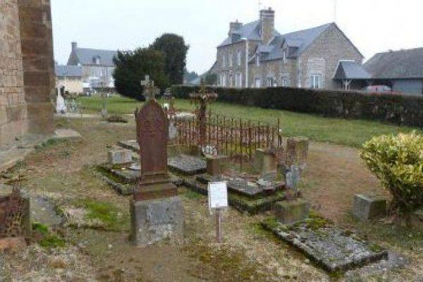 Partie de l'ilôt des sépultures d'enfants, au cimentière de Reffuveille (2016).