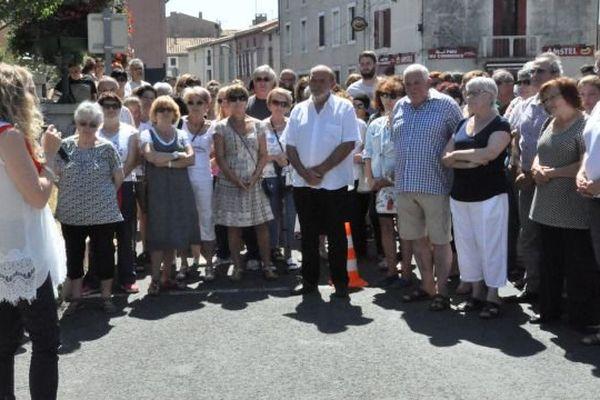 Les habitants de bram réunis pour une minute de silence le 18 juillet 2016