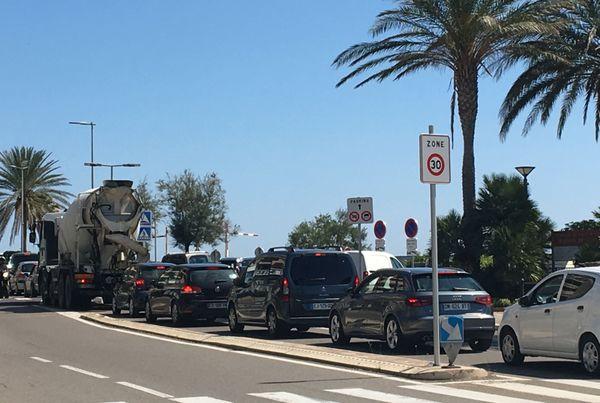 Difficile de sortir de la ville pour rejoindre le Cap Corse...Les vacanciers et les bastiais qui veulent se baigner sur les plages du Cap devront prendre leur mal en patience...