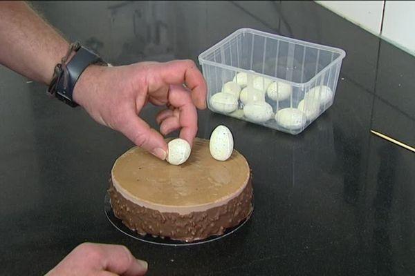 La touche finale : pas de fête de Pâques sans oeufs !