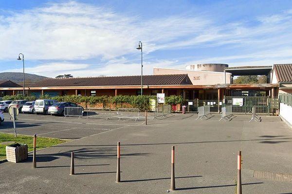 Martres-Tolosane (Haute-Garonne) - l'école Jean de la Fontaine - archives.
