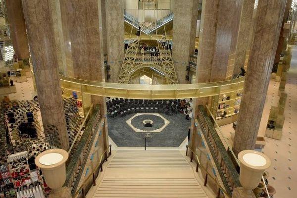 Un des escaliers du nouveau site des Galeries Lafayette sur les Champs-Elysées.