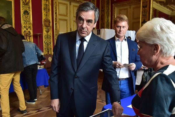 Le candidat sarthois François Fillon est allé voter peu avant midi ce dimanche 23 avril 2017