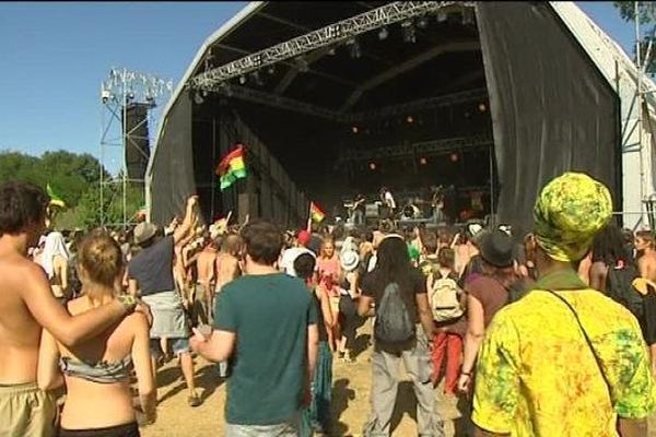 Fraisans : No Logo avec les couleurs du reggae