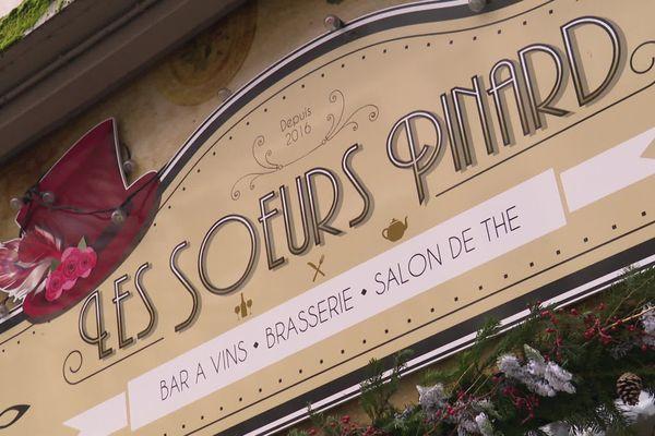 """Après sept semaines de fermeture administrative, le bistrot """"Les Soeurs Pinard"""" a rouvert ses portes le jour de la Saint-Valentin."""