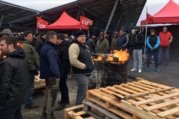 À l'usine Trelleborg de Clermont-Ferrand, 95% des salariés sont sur le piquet de grève depuis 4 jours