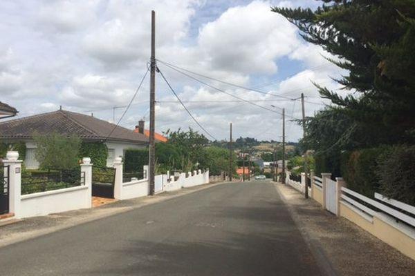La rue André Malraux à Saint-Maixent-l'Ecole (79) a été bloquée toute la matinée après la découverte du corps d'un nouveau-né dans une poubelle.