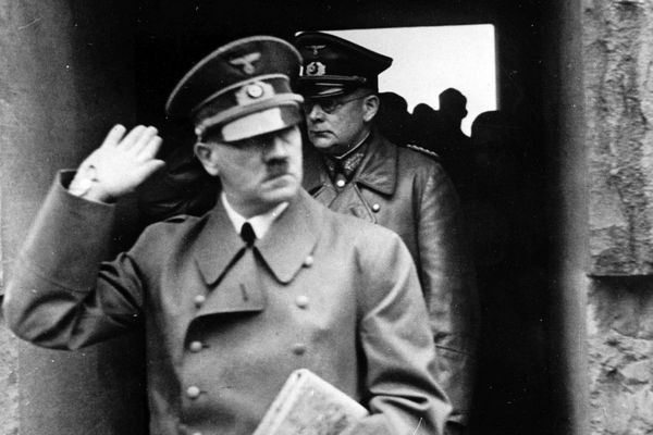 Adolf Hitler lors d'une visite à Langemark, en Belgique flamande en 1940.