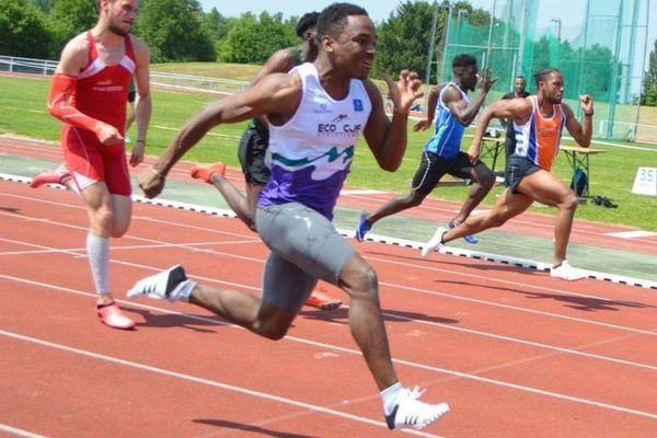 Amaury Golitin  lors de la finale du 100m des championnats Méditerranéens moins de 23ans. Chrono : 10''07.