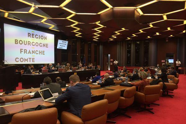 L'assemblée plénière du 16 novembre se tient en mode restreint, 1 siège sur 3 est occupé par les élus