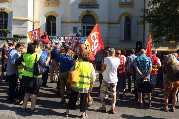 Quillan (Aude) - une centaine de personnes se sont rassemblées devant la trésorerie - 19 juillet 2019.