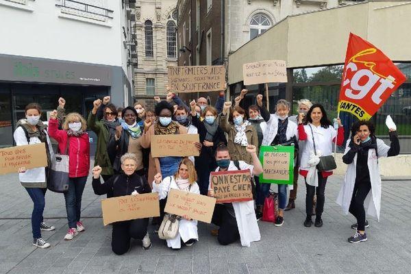Les personnels grévistes de la clinique du Parc, lors d'une précédente manifestation en ville.