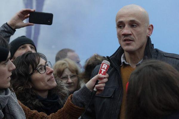 Christophe Dettinger lors de sa sortie de prison à Fleury-Merogis, le 20 février 2019.