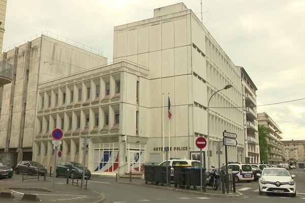 L'homme avait été retrouvé mort dans la nuit du vendredi 30 avril dans une cellule de dégrisement du commissariat de Périgueux