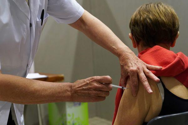 Le vaccinodrome de la Grande Halle d'Auvergne, près de Clermont-Ferrand, ouvrira ses portes le 14 avril.
