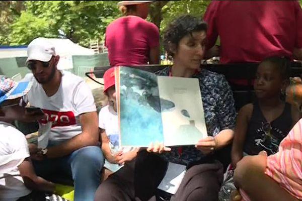 Jusqu'au 16 juillet, de nombreuses activités en plein air sont organisées dans le parc Georges-Valbon à La Courneuve (Seine-Saint-Denis) dans le cadre du festival Partir en livre. Objectif : faire découvrir la lecture aux plus jeunes.