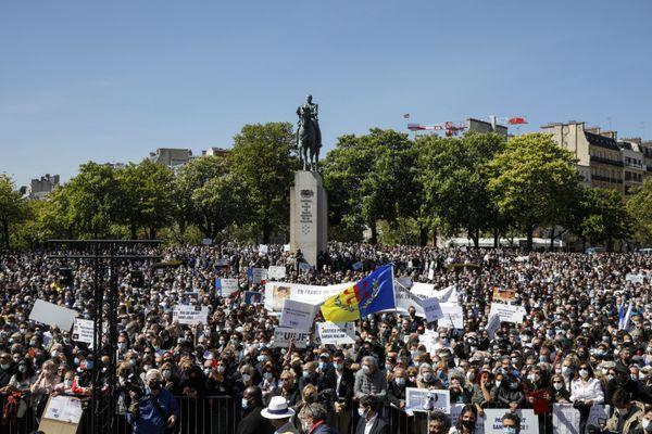 """Plusieurs milliers de personnes réunies Place du Trocadéro pour """"demander justice"""" pour Sarah Halimi"""