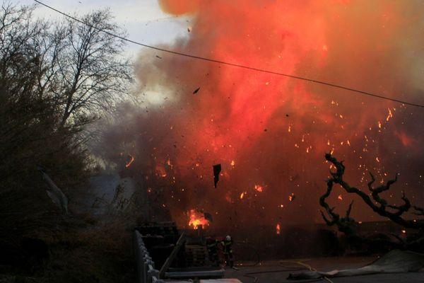 L'incendie de Cavaillon a détruit deux entrepôt et touché un troisième